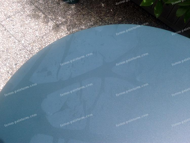 pb traces sur table de jardin