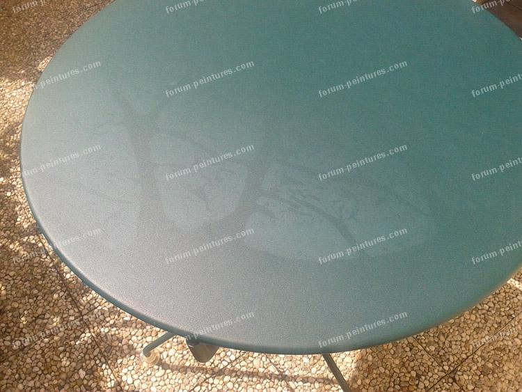 traces sur table de jardin